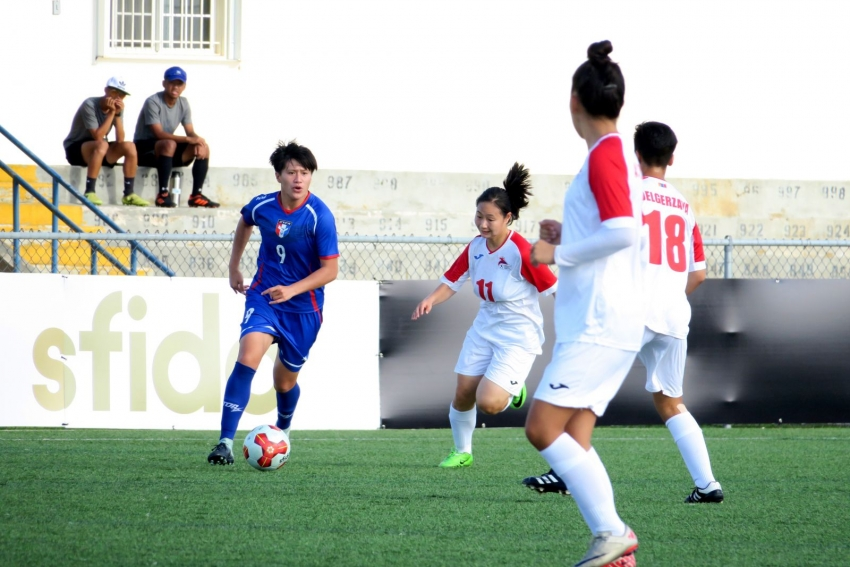 b_850_600_16777215_00_media_images_今日中華隊踢進4球的9號李綉琴(藍衣).JPG