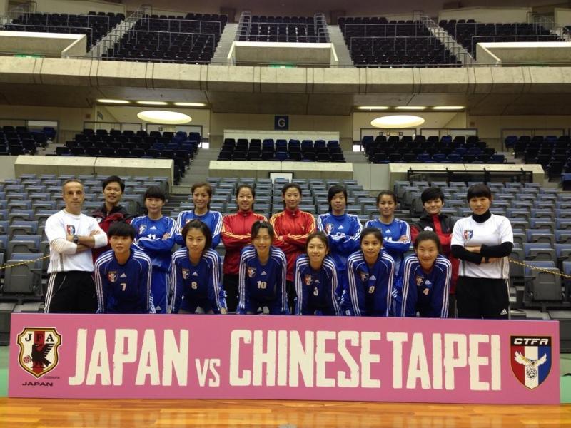 中華女子五人ˋ制足球代表隊賽後合影留念