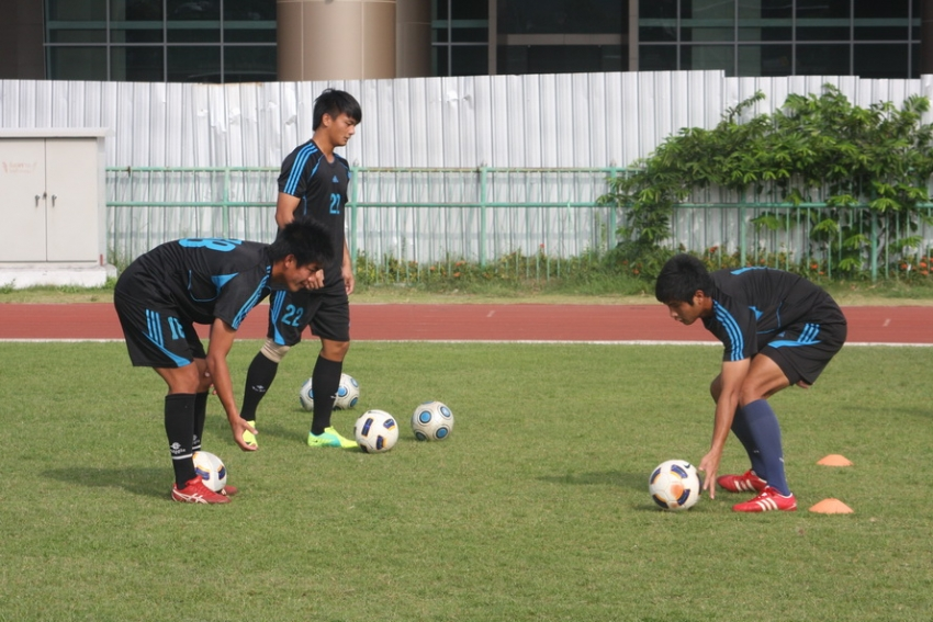 (圖三)中華隊3名門將在另一側由防守教練洪金昌帶領,進行反應的訓練。