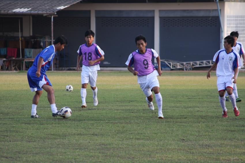 中華隊總教練陳俊明指導球員練習