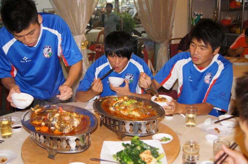 晚間在當地華僑介紹下品嘗特色料理