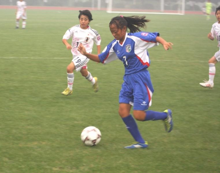 中華陳昱潔帶球快速突破。