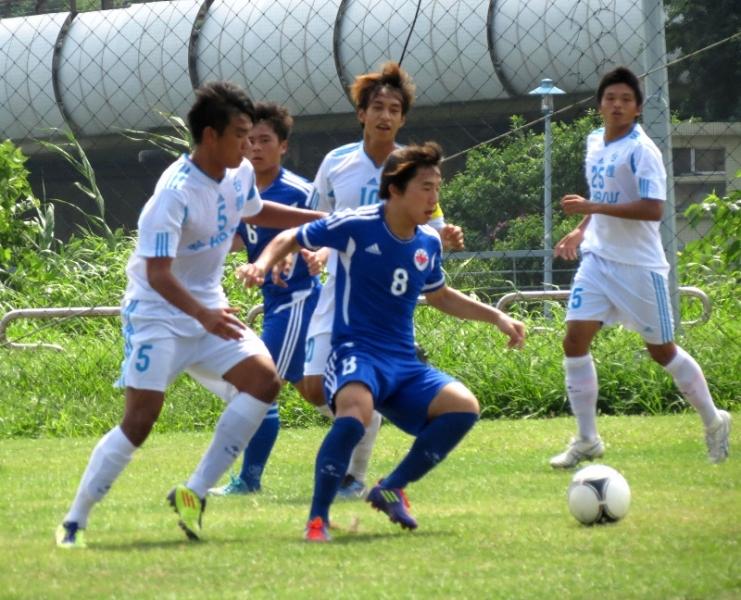 銘傳陳松南(藍球衣)奉獻兩球