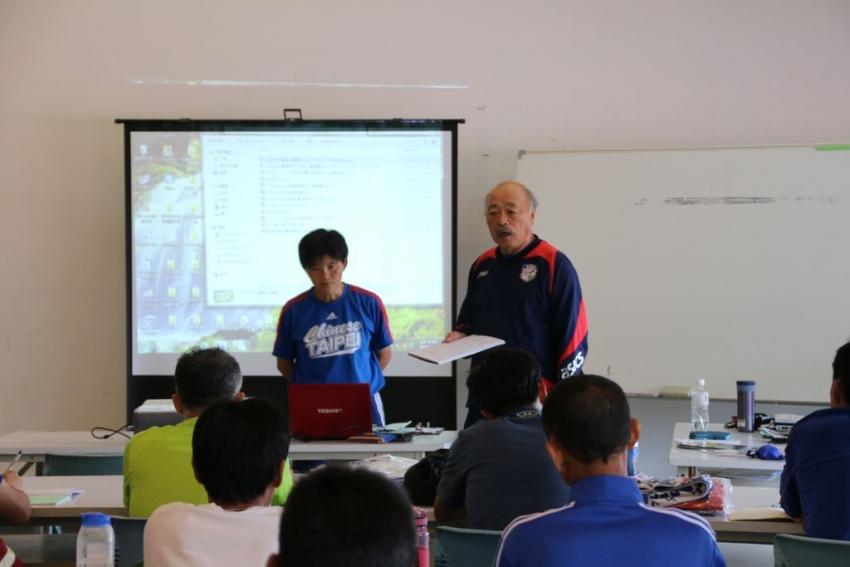 除了講師呂桂花,日籍教練黑田和生也參與講習指導學員