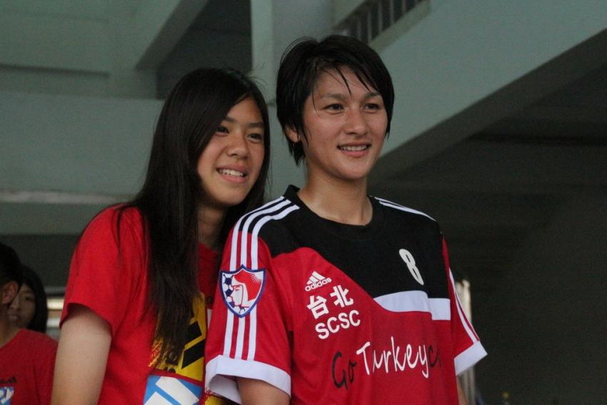 余秀菁(右)表現精采 為台北SCSC攻入致勝一球