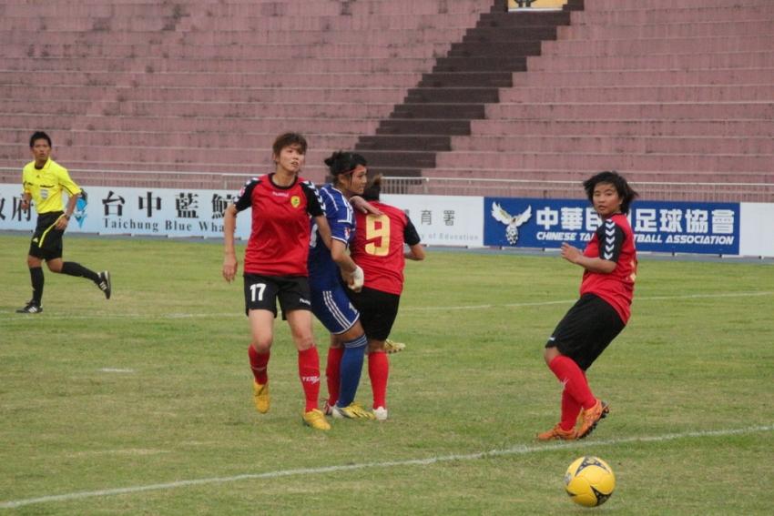 蔡欣芸(左一)攻入新竹FC首粒入球