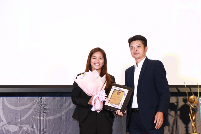 b_850_600_16777215_00_media_images_年度最佳球員-女.JPG