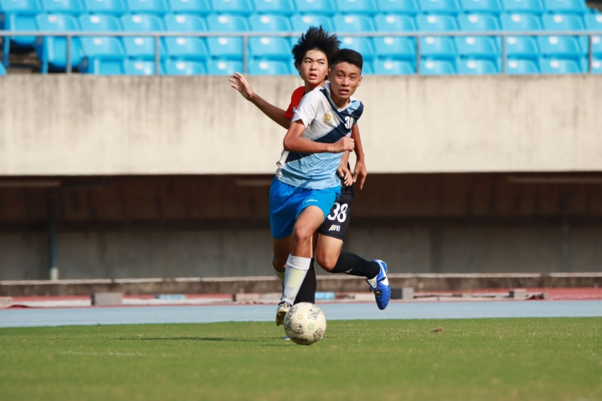 b_850_600_16777215_00_media_images_陳信安足球學校_U-18_30號黃偉傑年僅16歲便有出色的表現。.jpg