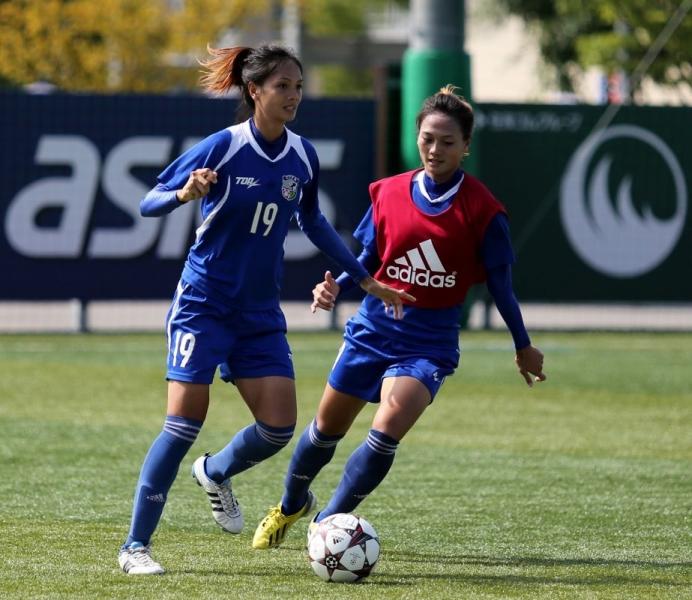 林曼婷(左)
