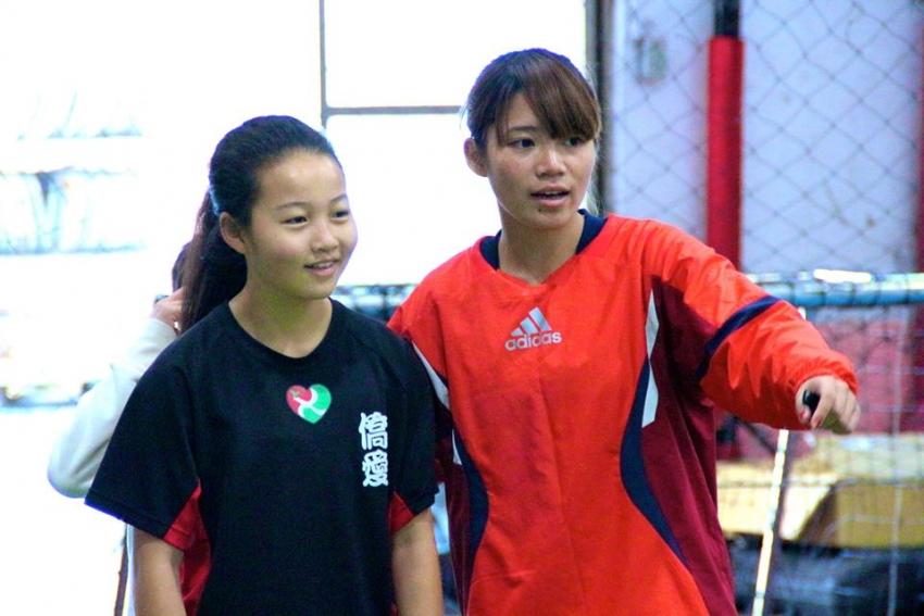 劉蕙瑜(右一)參與多屆木蘭營,今年是首度返母校服務學弟妹。