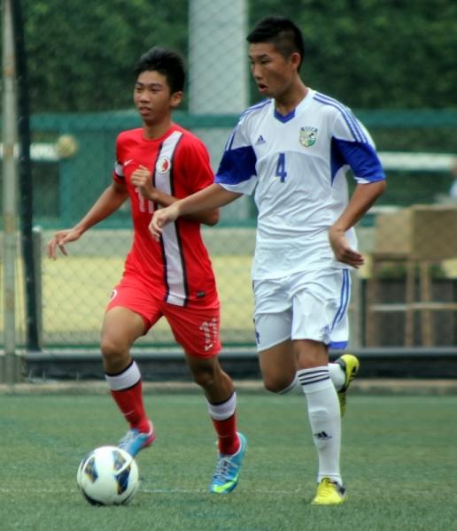 香港隊何誠淵(左)率先攻破中華隊大門
