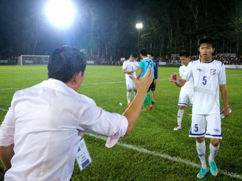 賽後總教練陳貴人給選手打氣