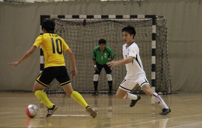 國訓隊高俊鴻(右)於比賽終場2秒前進球,助球隊取得平局賽果。