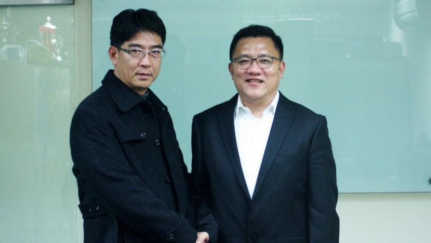 中華足協新任理事長林振義(右)任命邱奕文(左)為新任祕書長。